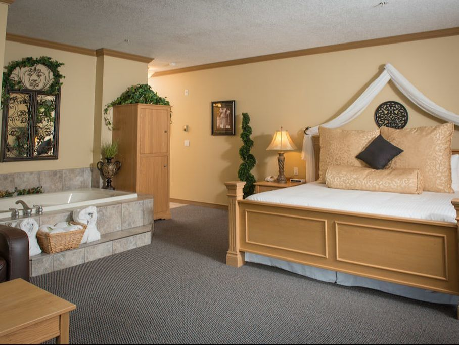 Tuscany Themed Suite with Jacuzzi